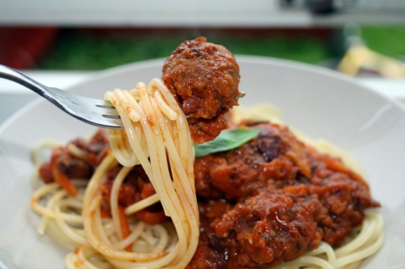 spaghettibeanballs-580×386